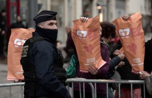 Les organisateurs du contre-sommet du G7 refusent la confrontation avec la police