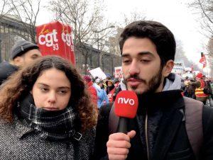 Maëva et Naïm, étudiants, sont venus manifester contre la réforme des retraites