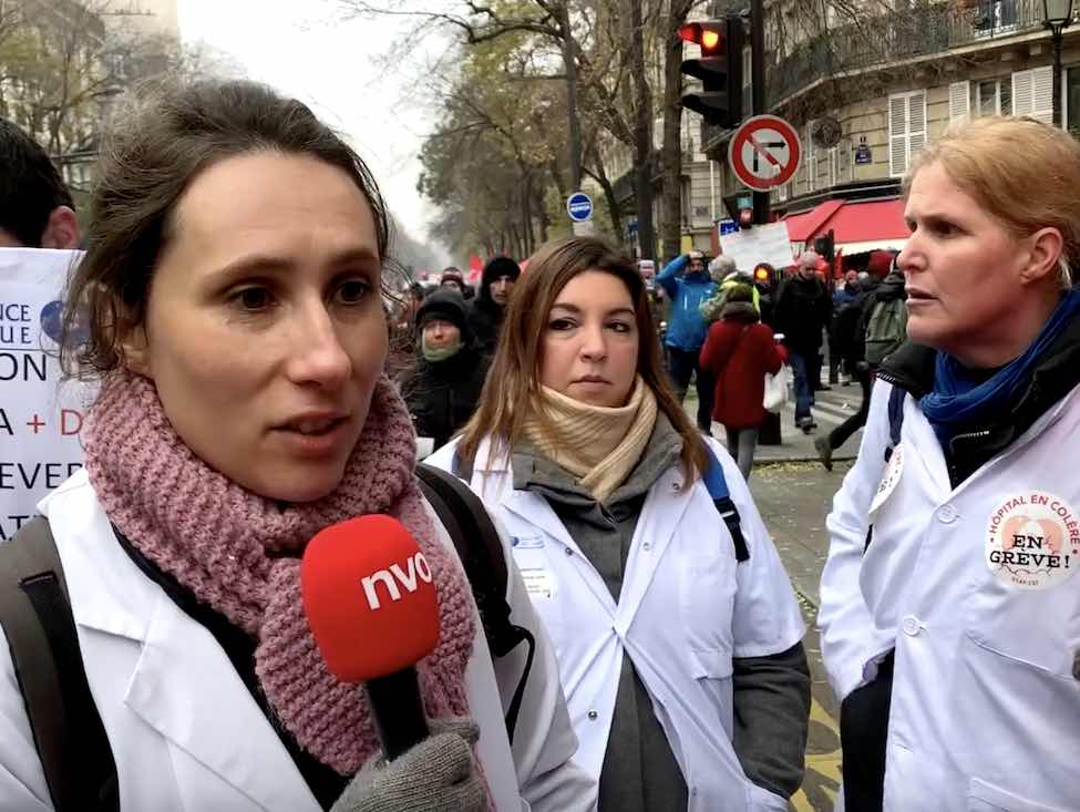 Astrid Petit, de la CGT AP-HP manifeste contre la réforme des retraites et la casse de l'hôpital