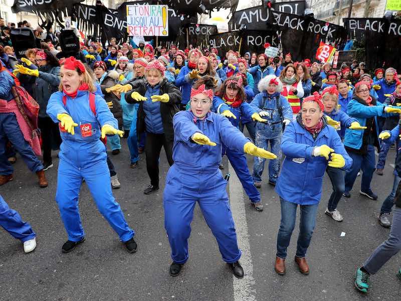 « À cause de Macron » : la chorégraphie féministe contre la réforme des retraites