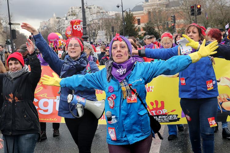 8 mars : par dizaines de milliers dans les rues pour les droits des femmes