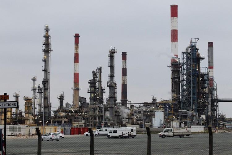 Une bataille industrielle et écologique à Total Grandpuits