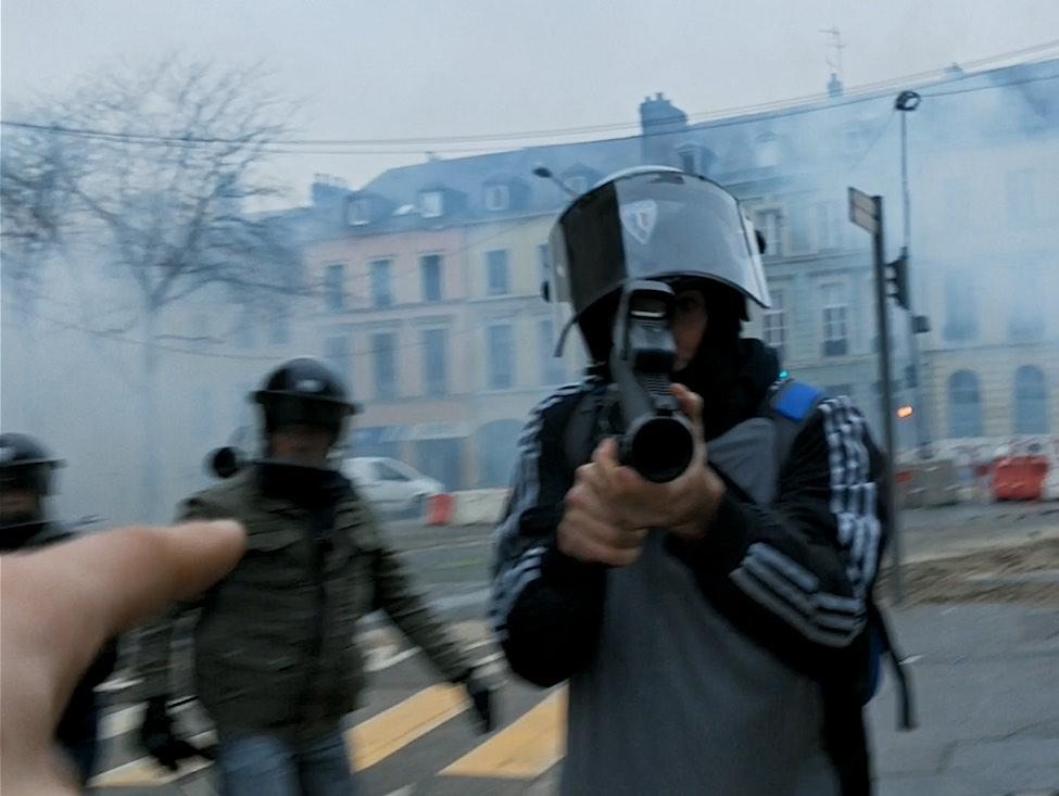 « Un pays qui se tient sage » : un documentaire qui pose le débat des violences policières
