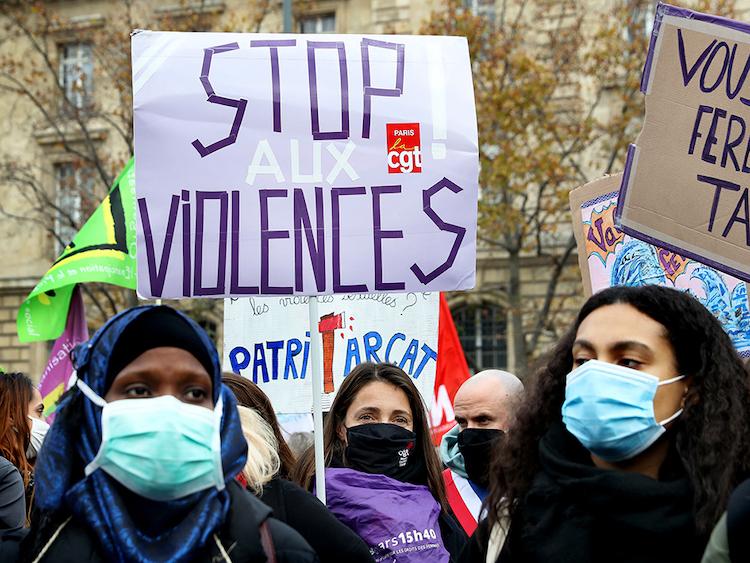 Rassemblement à Paris contre les violences faites aux femmes