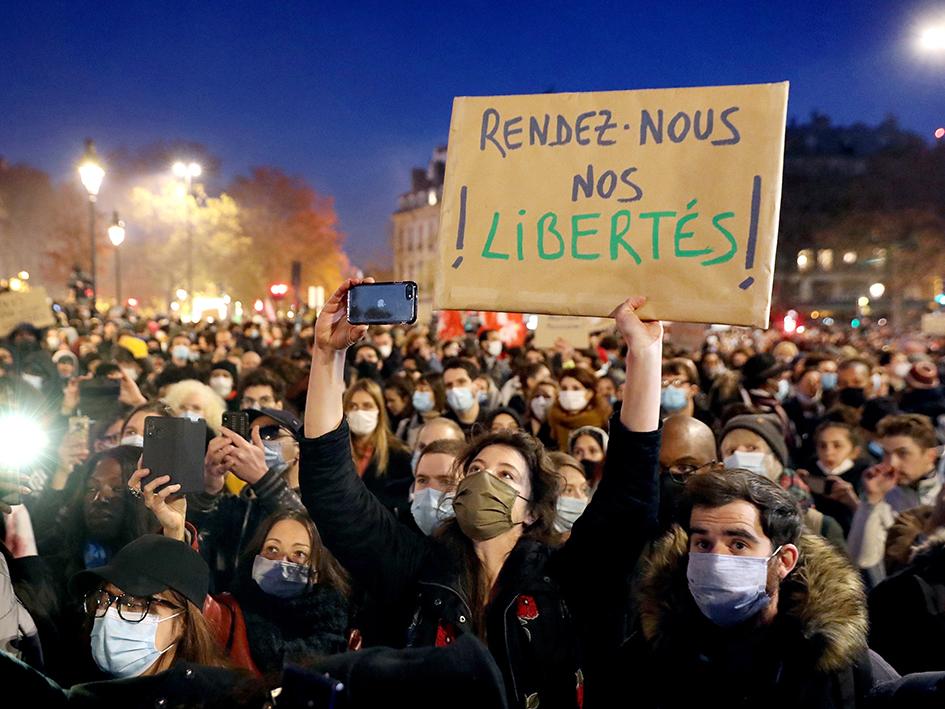 De multiples organisations syndicales de journalistes, des sociétés de rédaction de journaux et de magazines, des associations de défense de la liberté d'expression, des associations de défense des droits humains avaient appelé à des marches partout en France pour dénoncer la proposition de loi Sécurité globale et les violences policières.