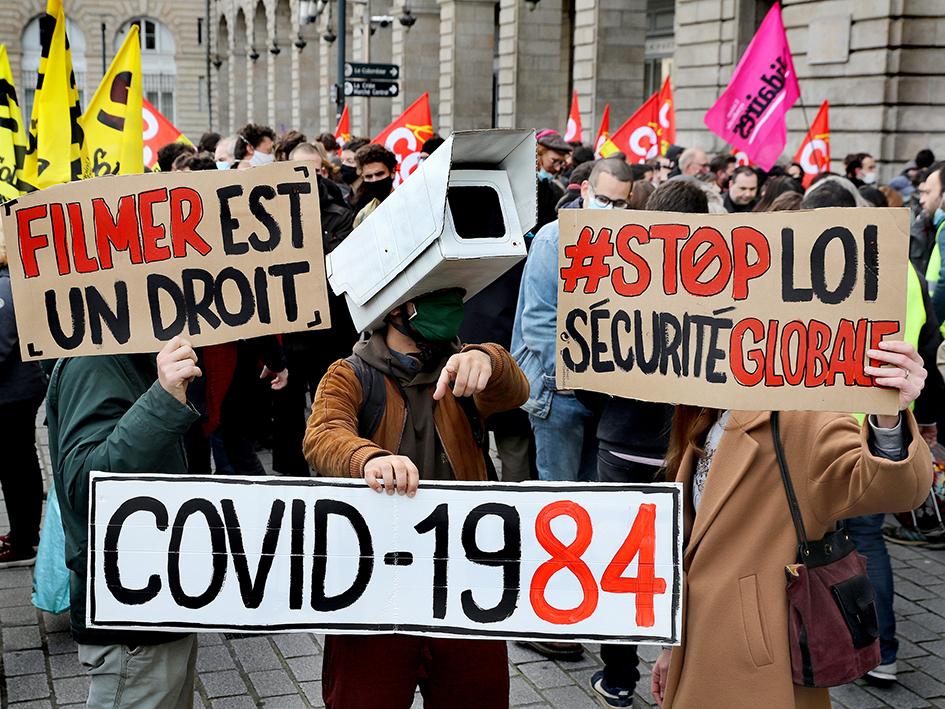 Il n'y a pas qu'à Paris qu'on a manifesté contre la loi Sécurité globale. Ici à Rennes, les cortèges étaient constituées de particuliers, des associations de défense des droits de l'Homme et des cortèges de syndiqués.