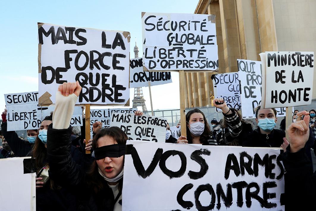 Rassemblement pour la Liberté de la Presse et contre la Loi Sécurité Globale, Trocadéro, Place des Droits de l'Homme, Paris novembre 2020
