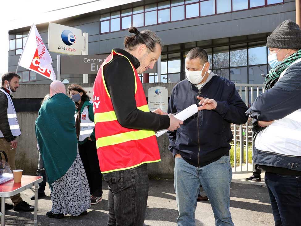 Vidéo : à Aulnay, la CGT organise un bureau d'embauche devant le Pôle Emploi et L'Oréal