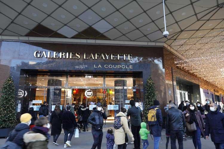 Galeries Lafayette cède 11 magasins pour casser l'emploi et les conquis sociaux